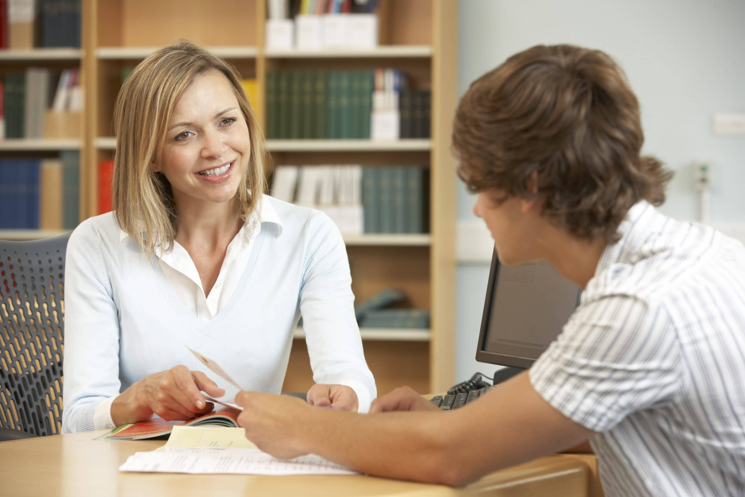 Read more about the article How to Find a Good English Tutor